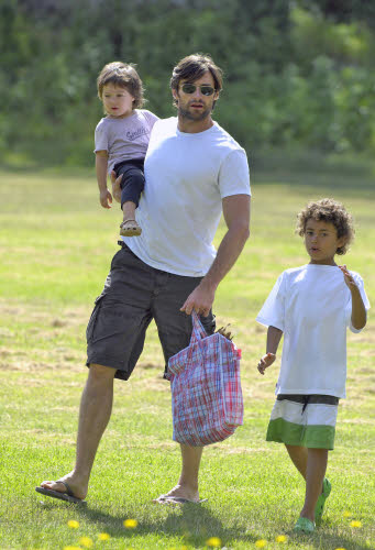 http://mommywearsheels.files.wordpress.com/2010/06/cute-dad-of-the-day-hugh-jackman.jpg